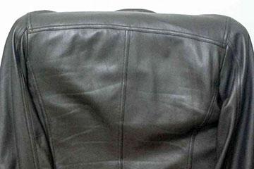 革ジャン破れ 数百円でとりあえず修理する方法は「接着剤と当て布」