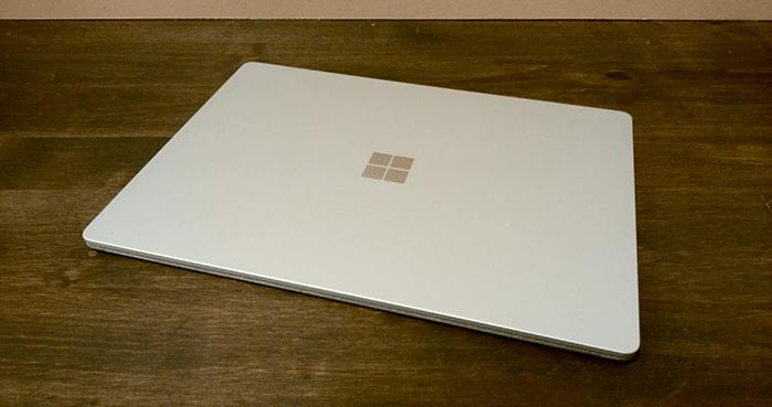 Surface Laptop プラチナ