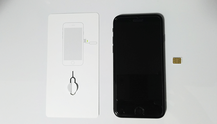 iPhone8 nanoSIM SIMカード 挿入 手順 方法