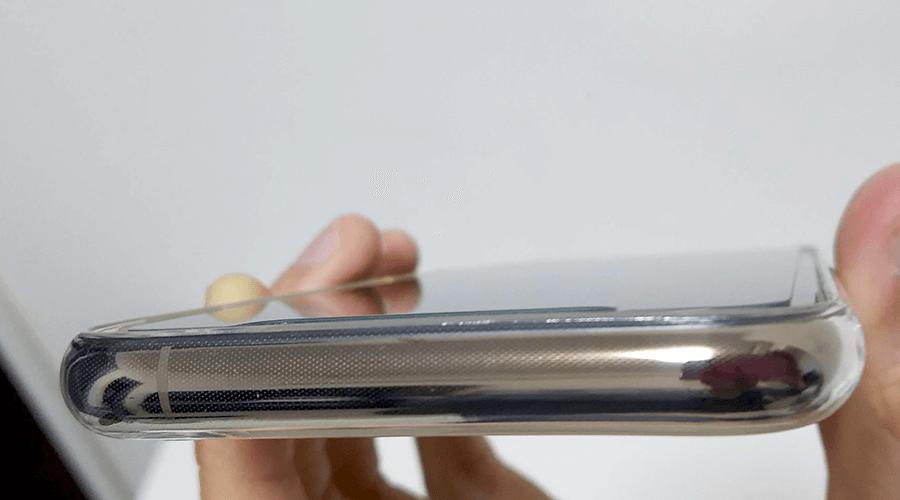 iPhone Xs ガラスフィルム 専用ケース 縁