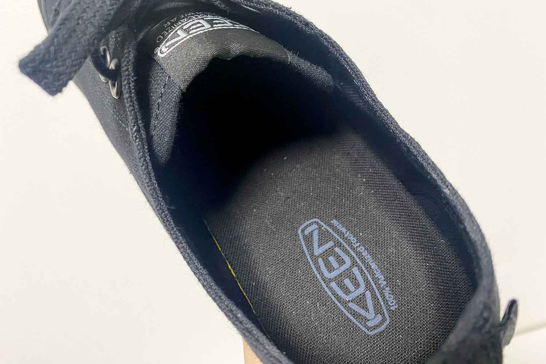 KEENのスニーカー「コロナドIII」の防臭加工