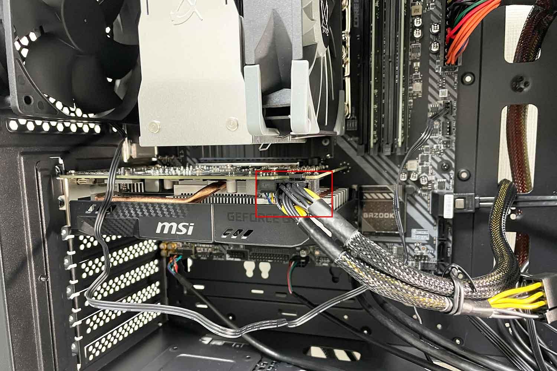 GPU補助電源ケーブルの接続