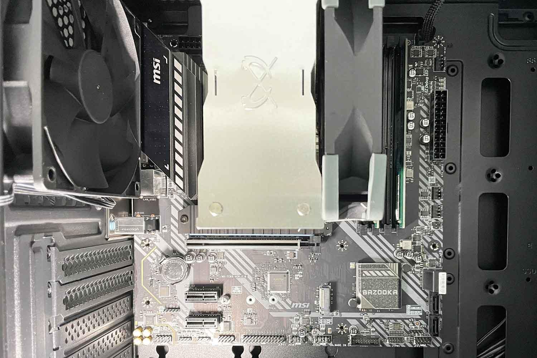 マザーボード PCケース 取付位置の調整