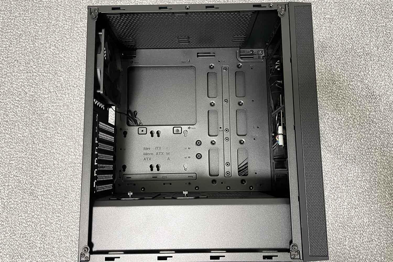 SilverStone SST-FAR1B-G PCケース 内観 中の様子 筐体