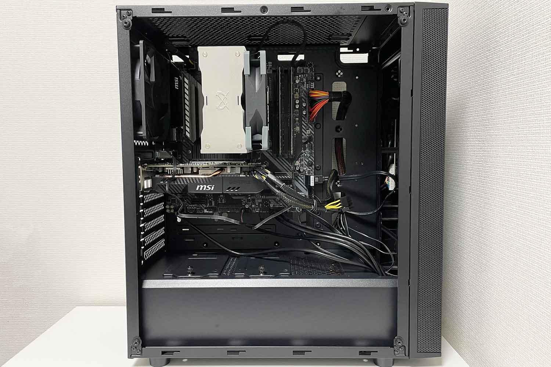 自作パソコン 組立完了直後の筐体内の様子