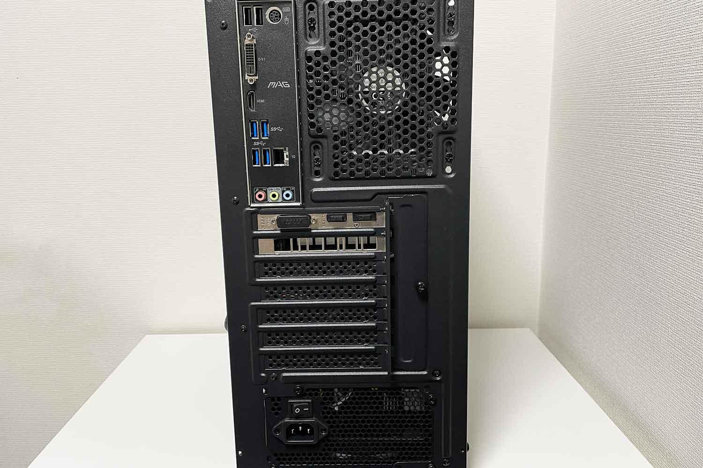 自作パソコン 組立完了直後のバックパネルの様子