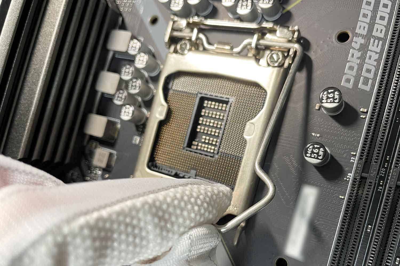 MAG B460M BAZOOKA CPUソケット レバー取り外し