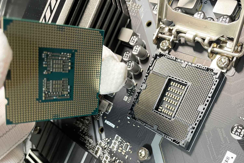 初めての自作PC 組立手順2「CPU i5-10400Fをマザーボードに取付」