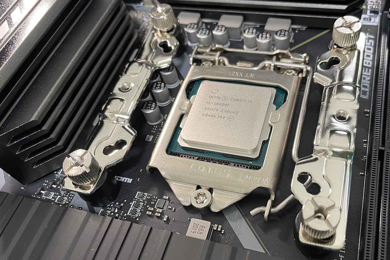 初めての自作PC 組立手順6「CPUクーラー虎徹markⅡのマウントパーツをマザボに取付」