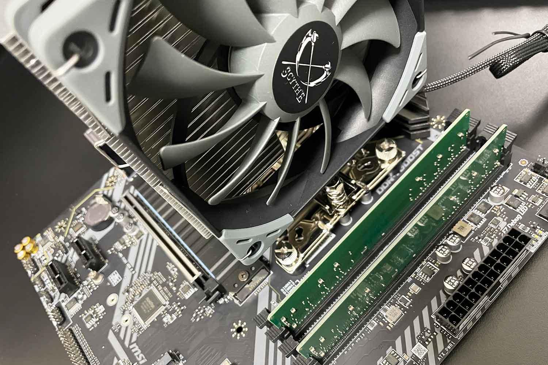 初めての自作PC 組立手順8「CPUクーラー虎徹markⅡのファン取付」