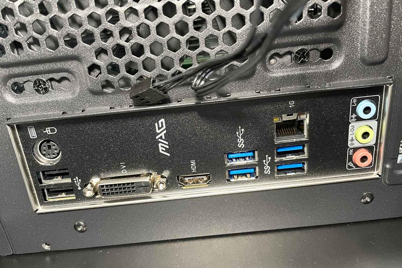 マザーボード PCケース 取付時のバックパネル端子の確認
