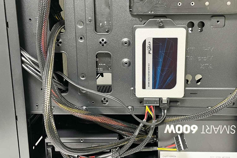 初めての自作PC 組立手順16「2.5インチSSD500GBをPCケースに設置/取付&SATA配線」