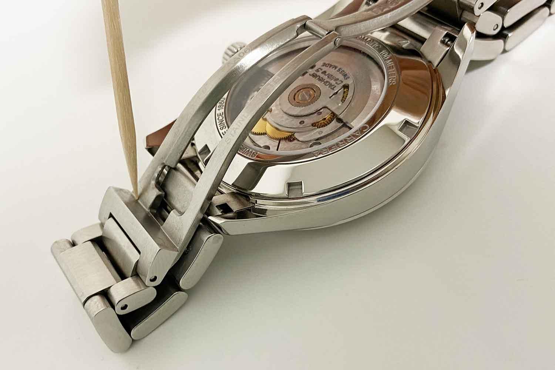 腕時計 汚れ 爪楊枝
